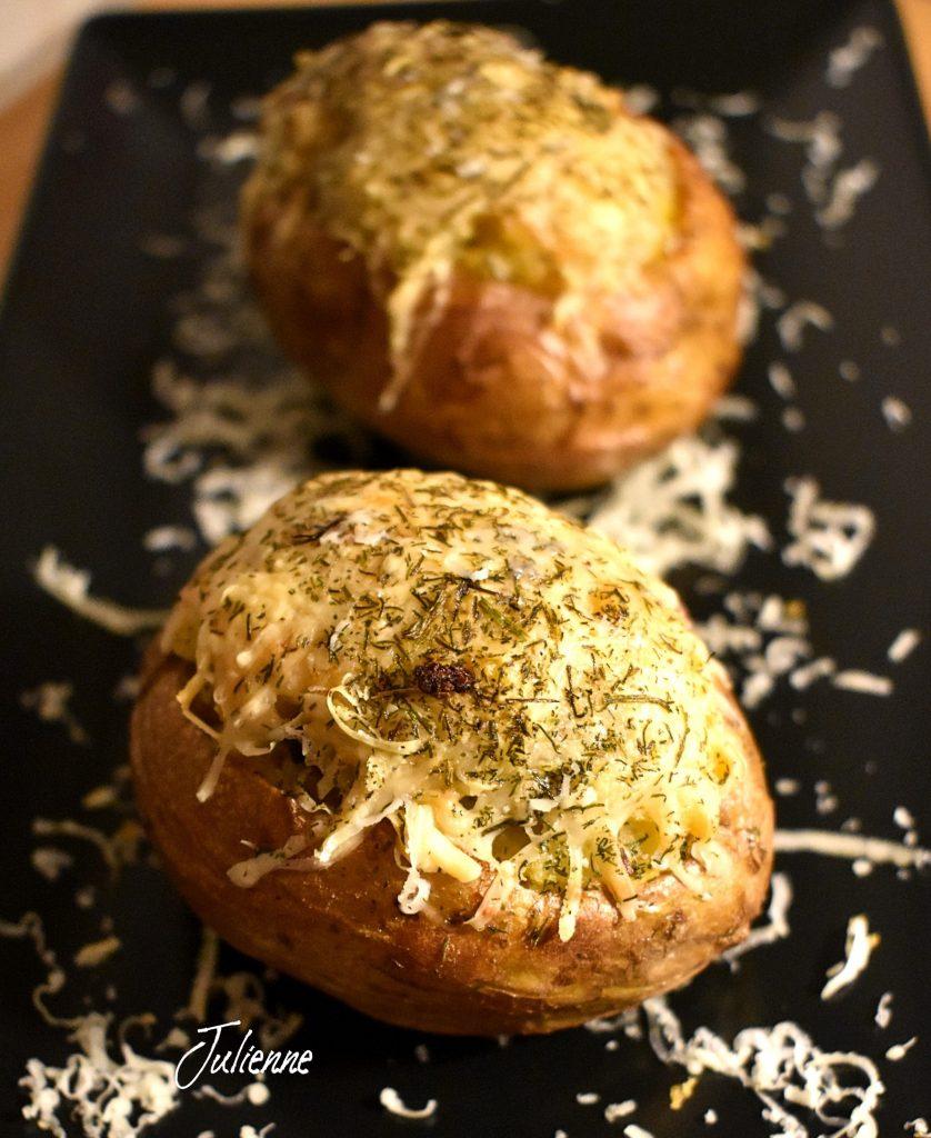 cartofi la cuptor in farfurie