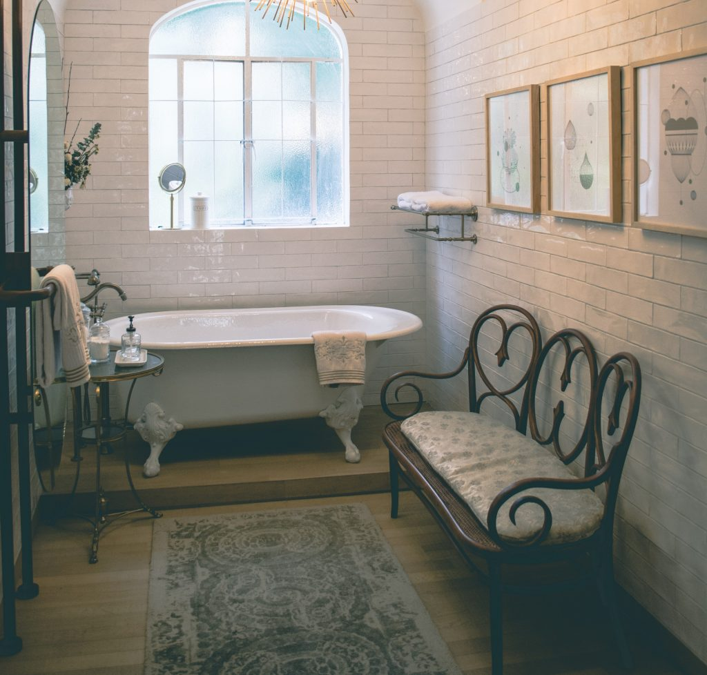 Trezirea din mahmureala cu o baie