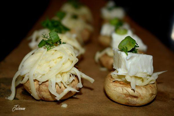 Ciuperci umplute cu brânză la cuptor