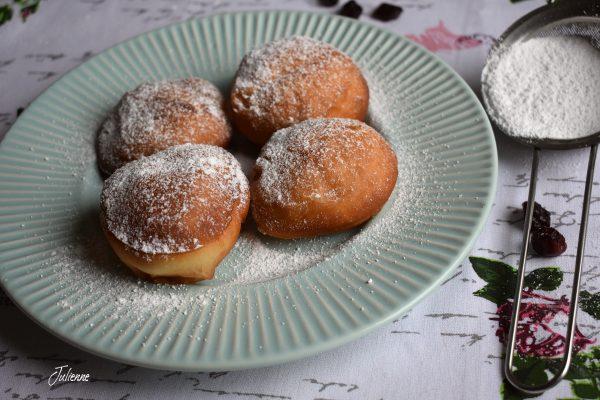 Gogosi vegane pufoase cu dulceata de afine